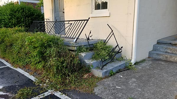 If that 'safety' railing wasn't entirely decorative before, it is now